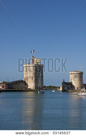 Old harbour towers - La Rochelle