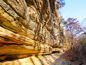 image of starving  - Sandstone cliffs in Starved Rock State Park in Illinois - JPG