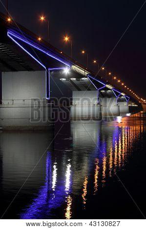 El puente de automóvil en Perm.