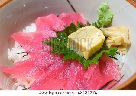 Tekka Don, Raw Maguro Tuna Fish With Dried Seaweed Topped On Sushi Rice.
