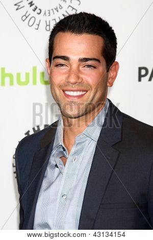 LOS ANGELES - MAR 10:  Jesse Metcalfe arrives at the