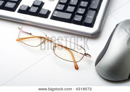 Gafas y teclado ratón