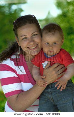 junge Frau und ihre Tochter