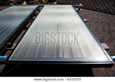 Un techo superior sistema de calentamiento de agua solar