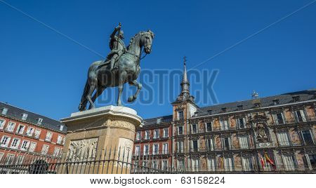Equestrian statue on the Plaza Mayor in Madrid