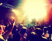 foto of beats  - a crowd of people at a concert - JPG