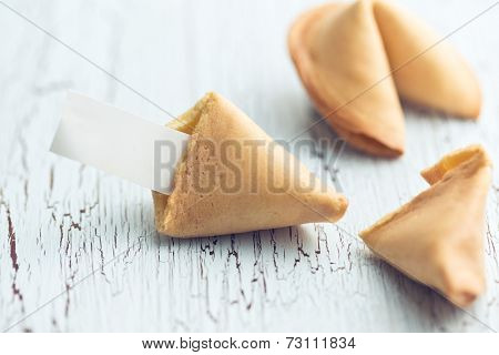 the fortune cookie on the cracked table