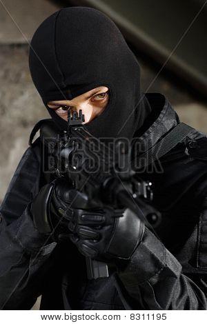 Terrorist Targeting With A M-4 Gun