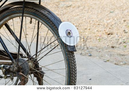 Cd Disc On Rear Mudguard Of Bicycle, Used As Reflector