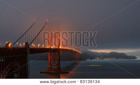Foggy evening at the famous Golden Gate Bridge