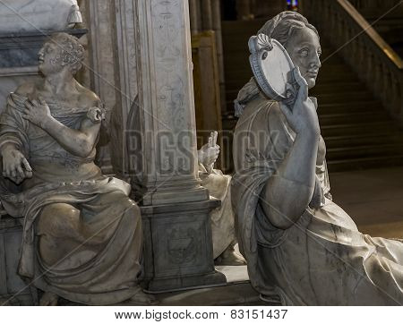 statue of queen Anne de Bretagne in  basilica of saint-denis
