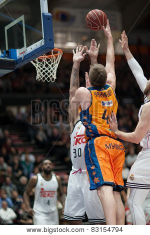 VALENCIA, SPAIN - FEBRUARY 15: Harangody with ball during Spanish League match between Valencia Basket Club and Real Madrid at Fonteta Stadium on February 15, 2015 in Valencia, Spain