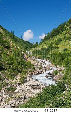 Dora Stream, Veny Valley