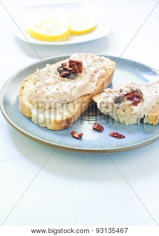 Toasted warm bread with tuna and ricotta