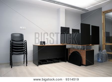 Oficina justo después de la reparación - en
