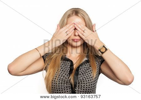 Pretty woman in See No Evil gesture