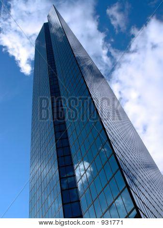 Hancock Tower nas nuvens