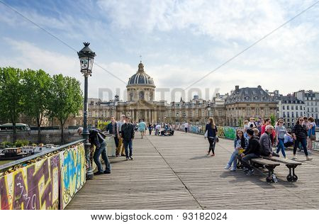 Paris, France - May 13, 2015: People Visit Institut De France And The Pont Des Arts In Paris.