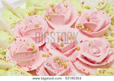 Sweet Pie With Cream Roses