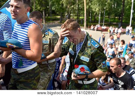 Former Military Personnel Mark Holiday - The Day Of Airborne Tro