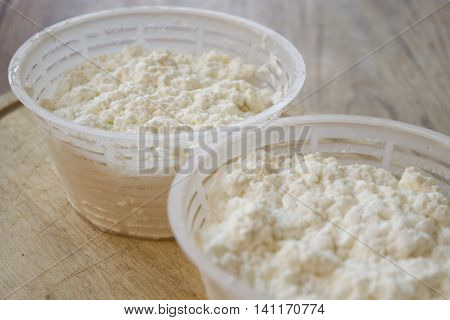ricotta cheese made from ewe's milk and preserved in the appropriate bowls