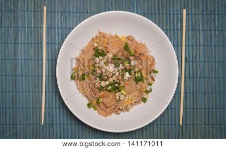 Stir-fried noodles with shrimp or pad thai