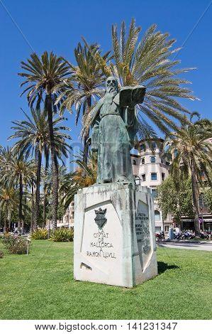 Ramon Llull Statue
