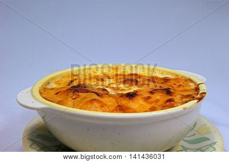 Handmade macaroni gratin of chicken to make at home.