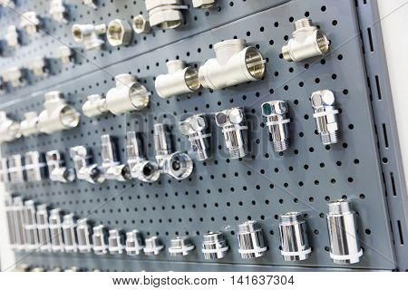 Set of pipe fittings and fixturing components