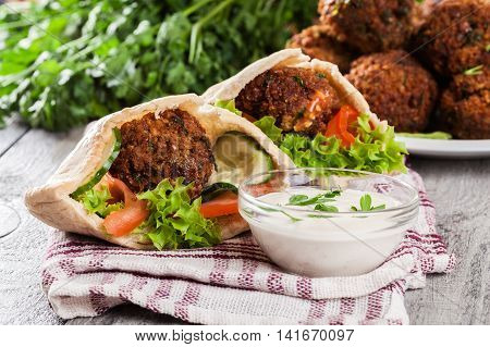 Pita Bread With Falafel And Fresh Vegetables