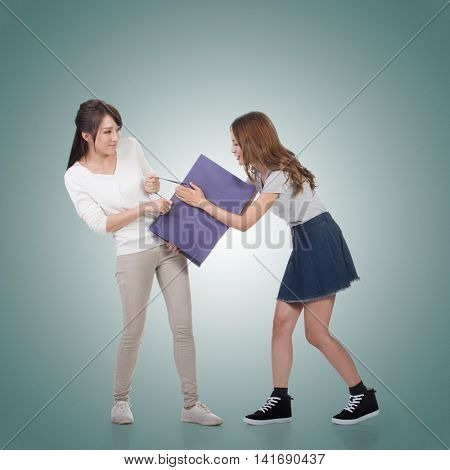 Two Asian girl fighting for shopping bags.