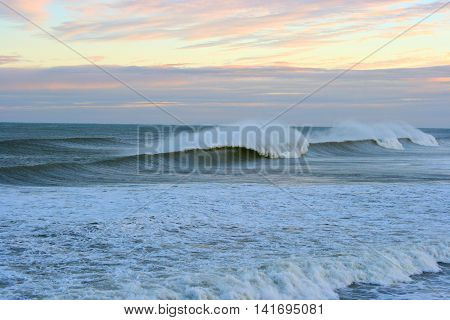 Moody Barreling Wave in offshore conditions, Cobden, Greymouth, New Zealand