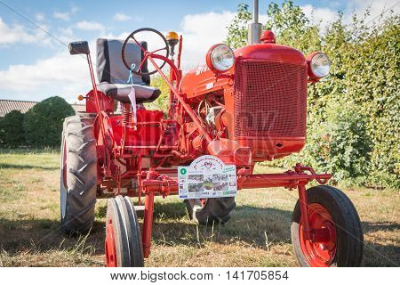 Old Tractor Mc Cormick