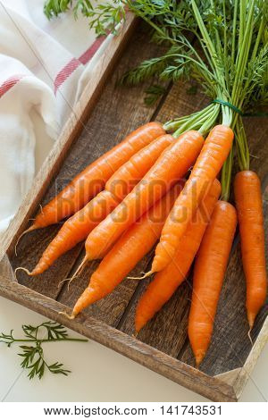 raw carrot vegetable in wooden box