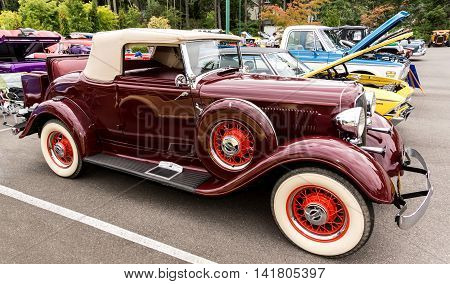 1933 Plymouth convertible 6 August 2016 classic car show in Gig Harbor Washington