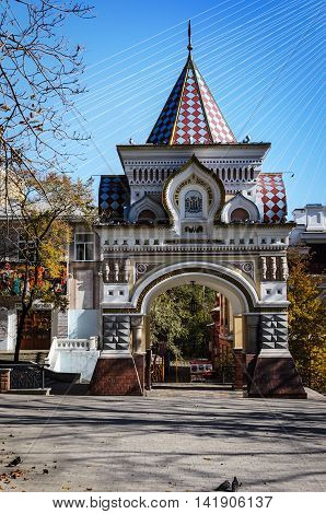 Nikolaev Triumphal Arch is considered one of the most beautiful and majestic buildings of Vladivostok. They were built in 1891 to commemorate the visit to the city of the heir to the throne Nicholas Alexandrovich - the future of the Russian Emperor Nichol