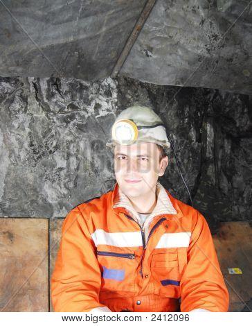 Retrato de mineiro feliz