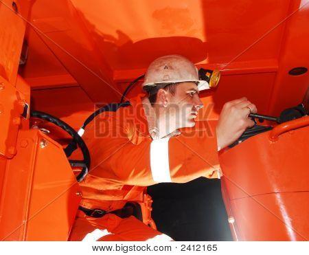 Minero de operación de maquinaria pesada