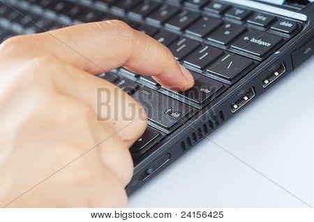Pressione um dedo entrar botão no teclado