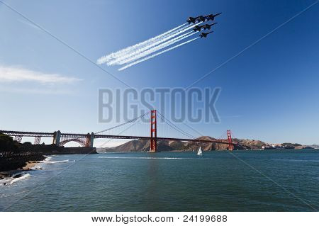 6 Fighter jets leave vapor trail as they fly over the Golden Gate Bridge in Air Show