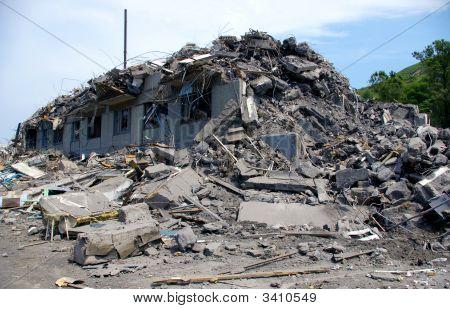 La casa en ruinas.