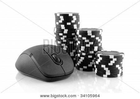 Online gama mouse and black casino chips on white background