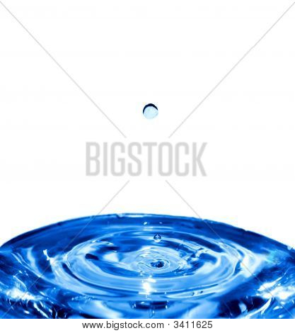 A Water Drop Falling To The Center Of The Water