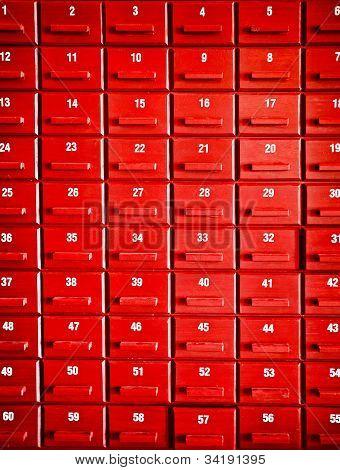 Contados casos de madera rojos
