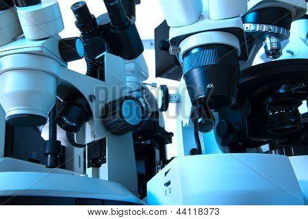 Muitos microscópios