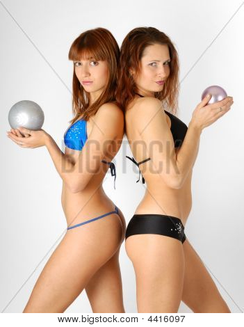 Dos chicas en Bikini, vista lateral
