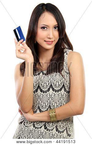Retrato de jovem exploração feminino cartão de crédito