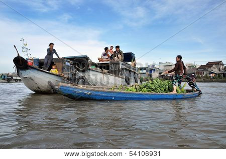 Fruit sellers in the Cai Rang floating market, Mekong delta, Vietnam