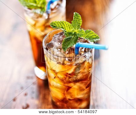 sweet tea with ice and blue straw