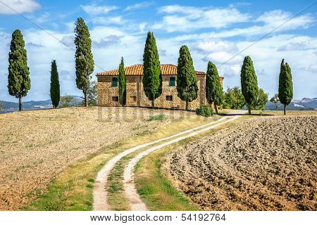 An image of a beautiful house in Tuscany Italy